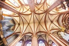 美丽的天花板和大厅圆顶的 图库摄影
