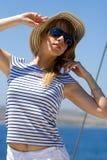 美丽的太阳镜妇女年轻人 免版税图库摄影