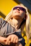 美丽的太阳镜妇女 免版税库存照片