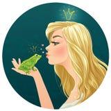 美丽的夫人亲吻一只青蛙 免版税库存图片