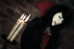 美丽的夫人吸血鬼 免版税库存图片