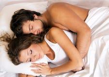 美丽的夫妇休眠年轻人 免版税库存照片