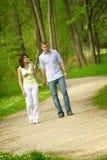 美丽的夫妇公园 免版税库存图片