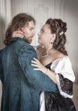 美丽的夫妇妇女和人中世纪衣裳的 免版税库存照片