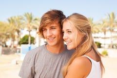 年轻美丽的夫妇特写镜头画象 免版税库存图片