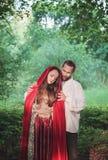 美丽的夫妇男人和妇女中世纪服装的 免版税库存照片