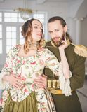 美丽的夫妇男人和妇女中世纪服装的 库存图片