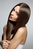 美丽的头发健康长的妇女 图库摄影