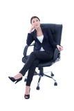 年轻美丽的女商人坐椅子和作 免版税库存图片