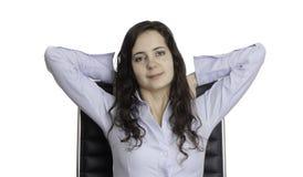 美丽的女商人坐椅子 免版税库存照片