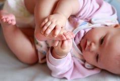 美丽的女婴特写镜头纵向  免版税库存图片