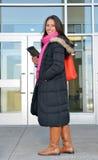 美丽的女学生在大厦外面 免版税库存照片