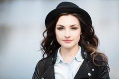 美丽的女孩佩带的行家帽子 免版税图库摄影
