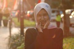 美丽的女孩佩带的hijab 库存照片