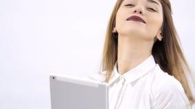 美丽的女孩做selfie在片剂在白色背景 影视素材