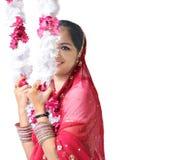 美丽的女孩印第安姿势端 免版税库存照片