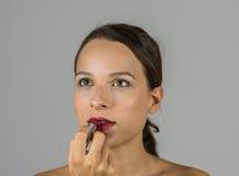 美丽的女孩唇膏 免版税库存照片