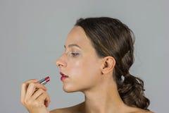美丽的女孩唇膏 免版税图库摄影