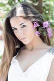 美丽的女孩在摆在街道的阿马飞的波西塔诺 图库摄影