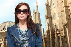 美丽的女孩在巴塞罗那,西班牙 免版税库存照片