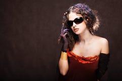 美丽的女孩太阳镜 免版税库存图片