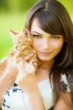 美丽的女孩小猫 库存照片