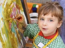 美丽的女孩少许油漆学校水彩 免版税库存照片