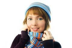 美丽的女孩帽子围巾温暖佩带 免版税库存图片