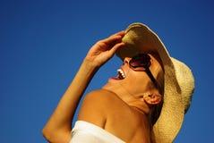 美丽的女孩帽子年轻人 免版税图库摄影