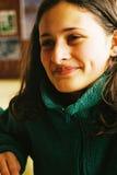 美丽的女孩微笑的年轻人 免版税库存照片