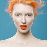 美丽的女孩情感画象有橙色头发的 免版税库存图片