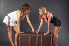 美丽的女孩手提箱二 免版税库存图片