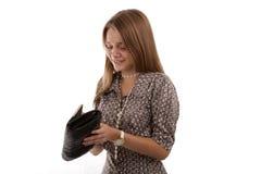 美丽的女孩打开她的提包 免版税库存照片