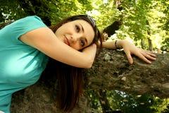 美丽的女孩放松水 库存照片