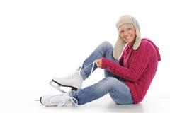 美丽的女孩放置冰鞋 图库摄影