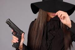 美丽的女孩枪 免版税库存照片