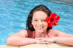 美丽的女孩池游泳年轻人 免版税图库摄影