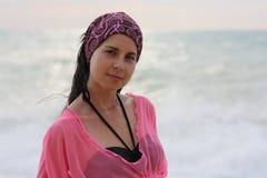 美丽的女孩海边 图库摄影