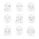 美丽的女孩照料她的皮肤和面孔 有微笑的手拉的可爱的妇女在面孔,皱痕,黑小点 Cosmetolo 图库摄影