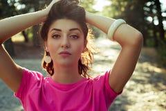 美丽的女孩特写镜头画象与阳光的 免版税库存图片