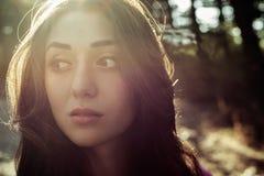 美丽的女孩特写镜头画象与阳光的 库存图片