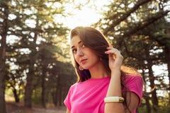 美丽的女孩特写镜头画象与阳光的 图库摄影