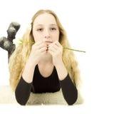 美丽的女孩玫瑰青少年的白色 免版税库存照片