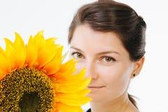 美丽的女孩用向日葵 免版税库存照片