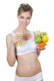 美丽的女孩用果子和汁液 库存照片