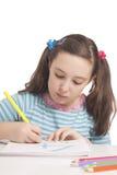 美丽的女孩画与颜色铅笔 免版税库存照片