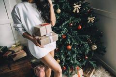 美丽的女孩画象在圣诞节前的 库存照片