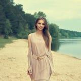 美丽的女孩画象在春天 免版税库存照片