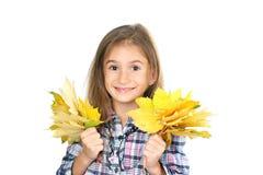 美丽的女孩留下一点槭树黄色 免版税库存图片