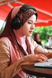 美丽的女孩穆斯林 免版税图库摄影